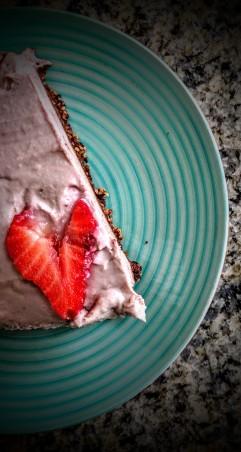 Vegan Raw Strawberry and Chocolate Cheesecake 8