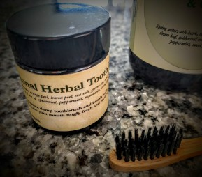 5 natural products for gum disease