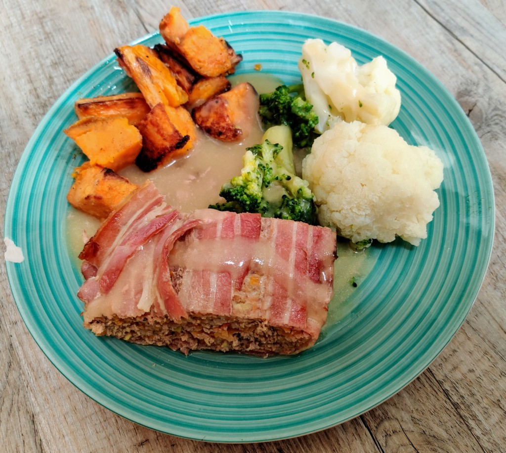 This image has an empty alt attribute; its file name is sweet-turkey-and-bacon-meatloaf-14.jpg